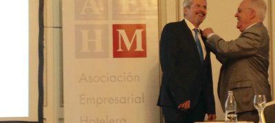Entrega De La Insignia De Oro De La AEHM A Antonio Gil