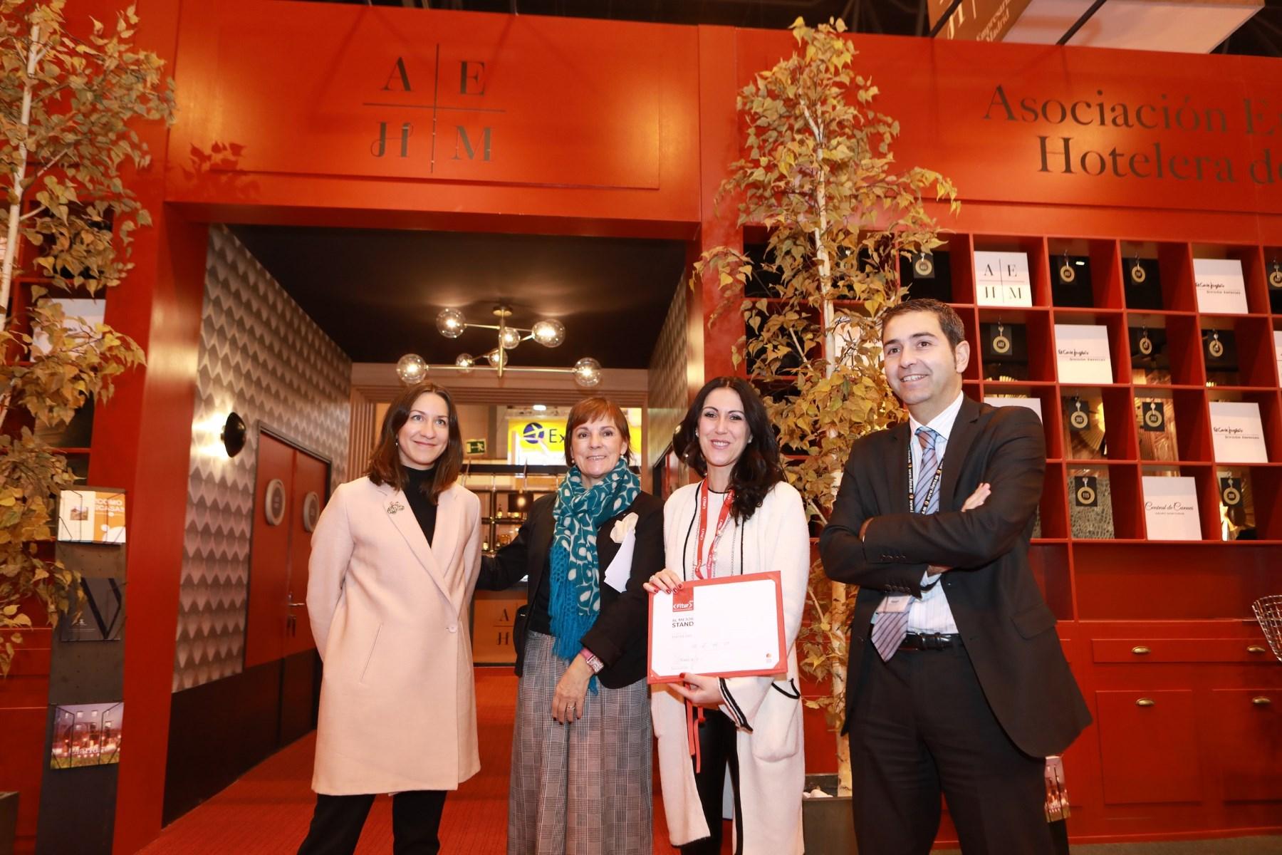 """El Stand De La Asociación Empresarial Hotelera De Madrid Recibe El Galardón """"Premios A Los Mejores Stands De FITUR 2018"""""""