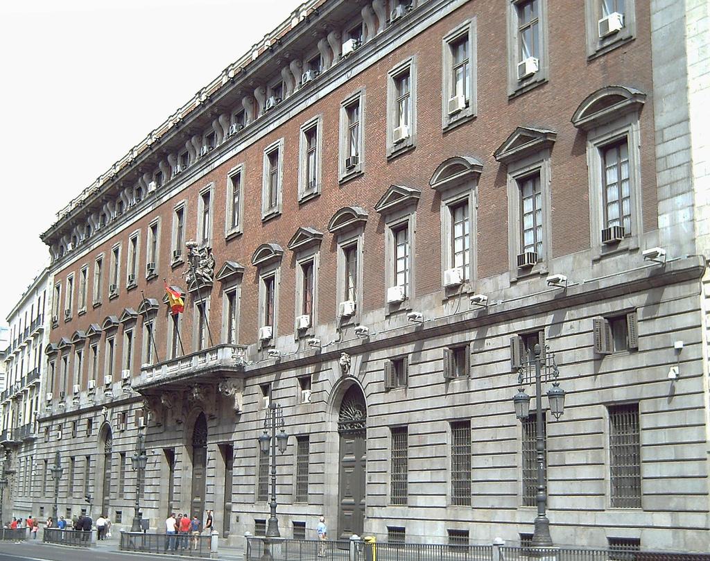 Los hoteleros madrile os valoran positivamente que el gobierno central tome medidas para frenar - Casa de madrid ...