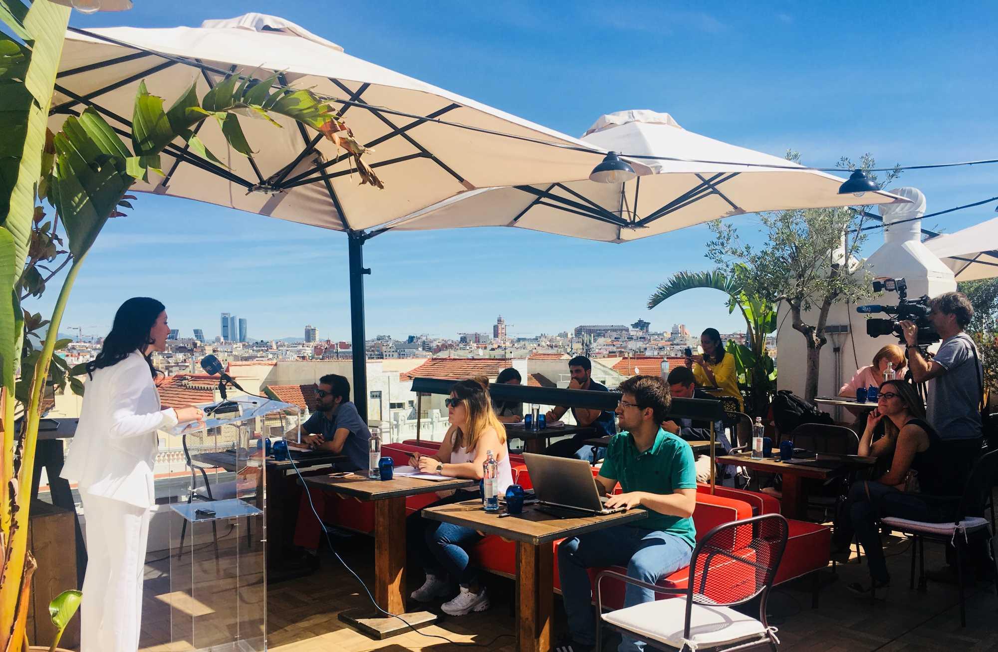 Los hoteles de Madrid muestran el lado más vanguardista y experiencial de sus terrazas, jardines y piscinas