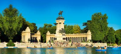 Plaza De Alfonso XII.Parque Del Retiro, Madrid.